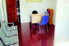 ruang tunggu pasien Klinik Raisha