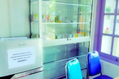 bagian farmasi Klinik Raisha